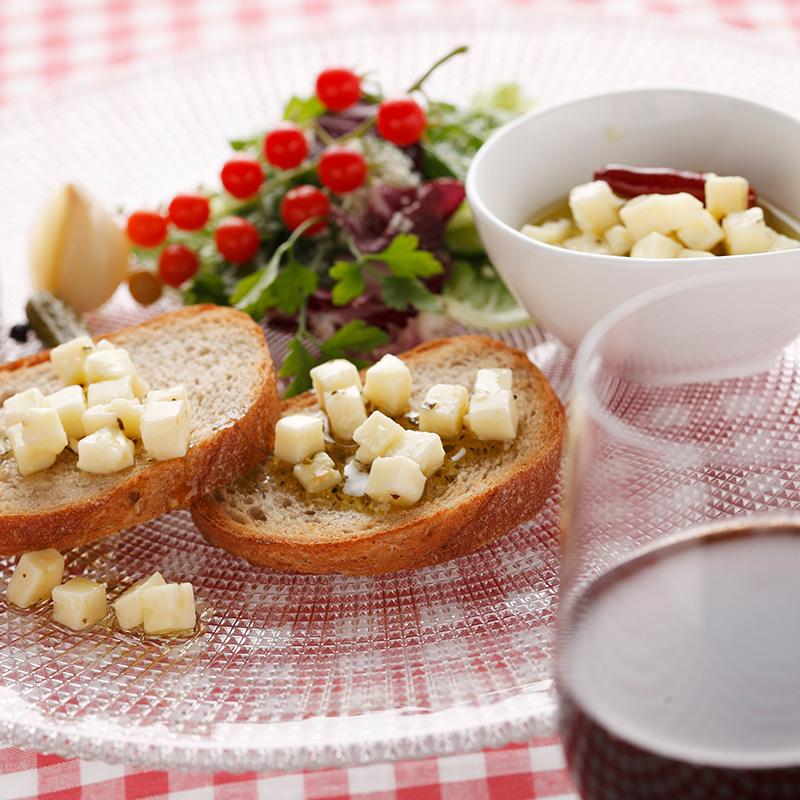 メルバトースト+北海道チーズのオイル漬け
